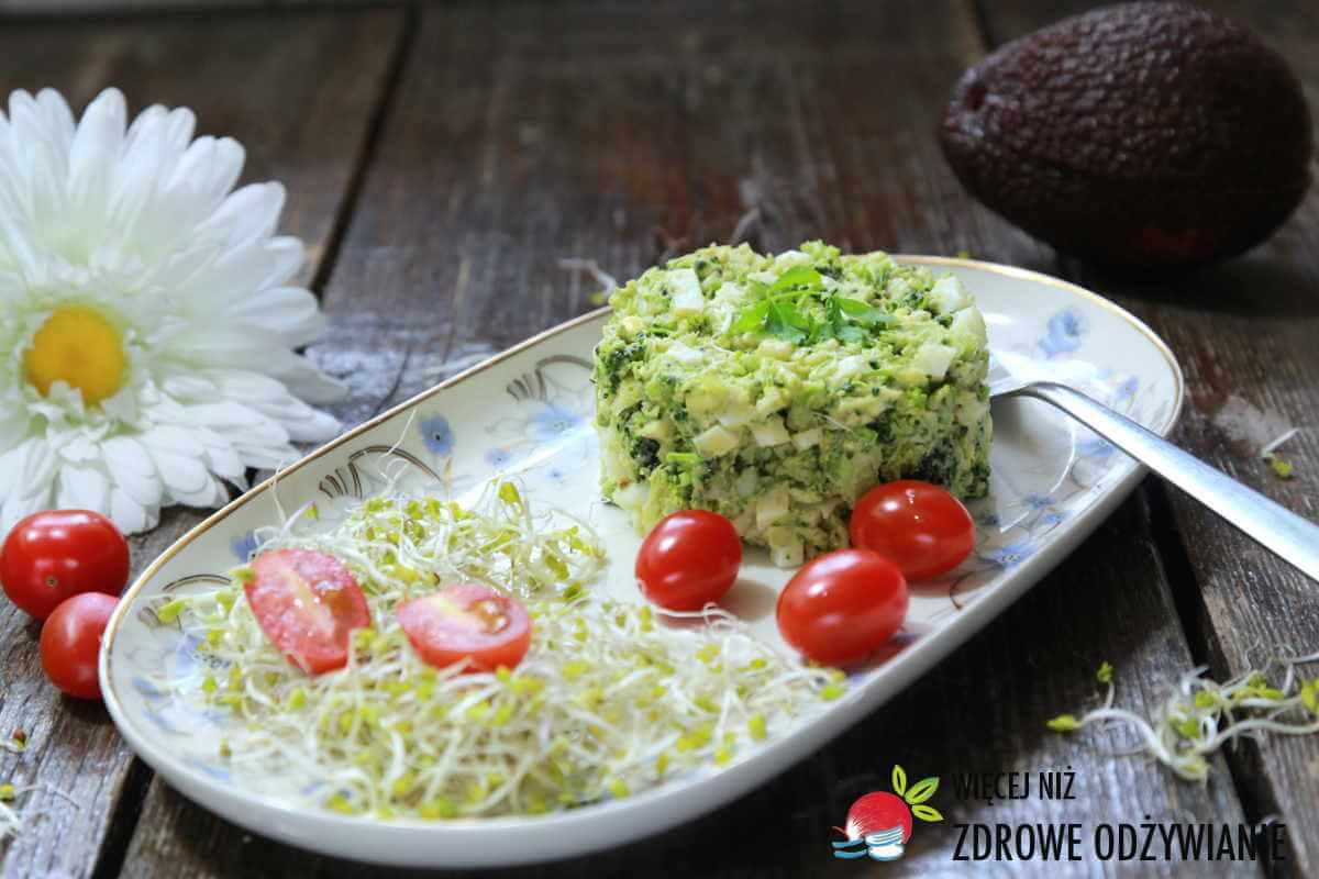 Sałatka z jajek i brokuła